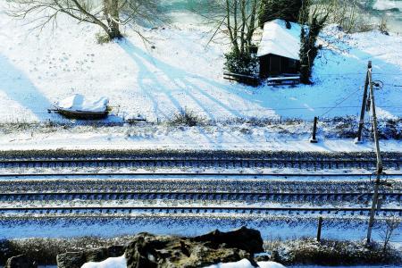 Het spoornet met sneeuw